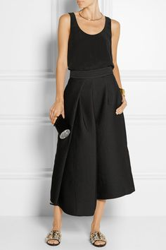 Black jacquard Concealed hook and zip fastening at back 74% polyester, 16% polyamide, 8% silk, 2% elastane Dry clean