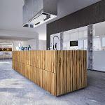 Ésta cocina representa diseño, innovación y alto rendimiento. Un ambiente independiente que a través del cristal se vuelve visualment...