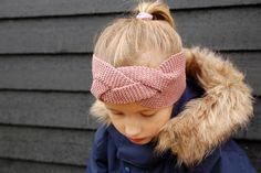 DIY knitted headband // www. Crochet Winter, Knit Crochet, Mitten Gloves, Mittens, Diy And Crafts, Arts And Crafts, Knitted Headband, Girl With Hat, Headbands