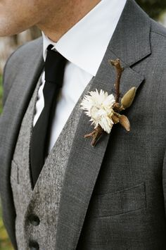 Wedding Suits Totally digging this earthy, classic, combo for a groom. A look for a fall or winter wedding. - 100 Layer Cake shows us this beautiful, earthy wedding. Wedding Men, Trendy Wedding, Dream Wedding, Wedding Hair, Wedding Rustic, Wedding Table, Low Key Wedding, Chic Wedding, Wedding Centerpieces