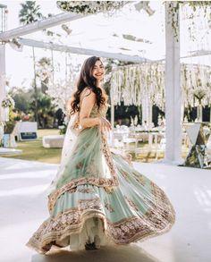 New Lehenga, Bollywood Lehenga, Green Lehenga, Lehenga Color Combinations, Wedding Dress Types, Sikh Bride, Pakistani Wedding Dresses, Wedding Lehanga, Designer Bridal Lehenga