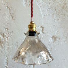 Lampe suspension luminaire abat jour transparent en verre moulé holophane... http://www.lanouvelleraffinerie.com/plafonniers-suspensions-lustres/1283-lampe-suspension-luminaire-abat-jour-transparent-en-verre-moule-holophane.html