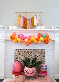 DIY Jack O' Lantern Balloon Garland Accessories Halloween Rose, Diy Deco Halloween, Halloween Home Decor, Holidays Halloween, Spooky Halloween, Halloween Themes, Halloween Crafts, Happy Halloween, Halloween Decorations
