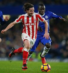 Stoke City's Welsh midfielder Joe Allen (L) runs with the ball as Chelsea's French midfielder N'Golo Kante (R) closes in during the English Premier League football match between Chelsea and Stoke City at Stamford Bridge in London on December 31, 2016..Chelsea won the game 4-2. / AFP / Adrian DENNIS / RESTRICTED TO EDITORIAL USE. No use with unauthorized audio, video, data, fixture lists, club/league logos or 'live' services. Online in-match use limited to 75 images, no video emulation. No…