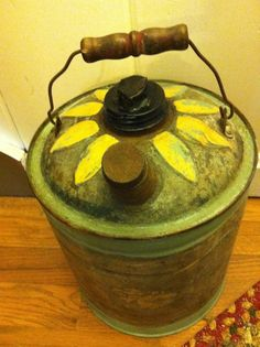 Gas Can Vintage w/Painted Daisy