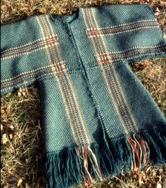 Great placement of the stripes turned to plaid Weaving Loom Diy, Tablet Weaving, Hand Weaving, Tunic Sewing Patterns, Coat Patterns, Woven Rug, Woven Fabric, Boho Womens Clothing, Weaving Textiles