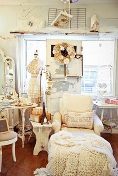 Red Shed Antiques, Grapevine Texas: Grapevine Antique & Vintage Sale Texas Spring Inspires Red Shed Antiques, Grapevine Texas: Grapevine Antique & Vin. Shabby Cottage, Shabby Chic Homes, Shabby Chic Decor, French Cottage, Cottage Chic, French Country, Etsy Vintage, Vintage Decor, Vintage Room