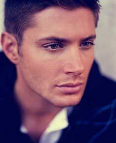 I don't care if you're not a Supernatural fan. You can not tell me this guy right here isn't gorgeous.