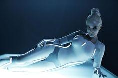 """Versione sci-fi di una delle sirene del remake del film cult """"Tron Legacy"""""""