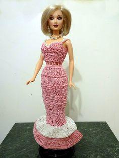 Muneca Candi de Integrity Toy. Tengo muchas de estas muneca pero tienen su ropa original Por eso solo le hice este vestido largo a una. No me gustan los trajes largos pero hice esta es una excepcion.