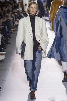 Dries Van Noten Fall 2017 Ready-to-Wear Fashion Show Collection Fashion Week, Fashion 2017, Fashion Outfits, Paris Fashion, Bobo Chic, Fashion Show Collection, Fall Looks, Vogue Paris, Everyday Fashion