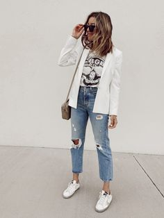 White Jacket Outfit, Blazer Outfits Casual, Business Casual Outfits, White Outfits, Business Casual With Jeans, White Outfit Casual, Off White Blazer, Blazer With Jeans, White Blazers