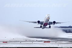 Boeing 777, Emirates... Incredible power.