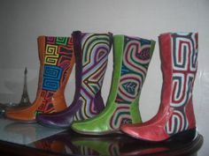 Colombian made boots. Wow, these need to be imported. Someone teach me how to import 'cause these are hot. On sale here on artesanum.com.