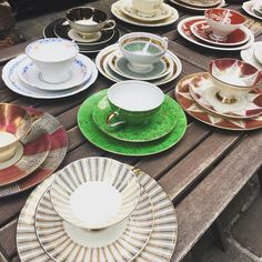 Just a pop of color. So sweet! #green #lookaround #tea #teacups #cityphotography #citylife #london #angelislington #explore #alleyfinds