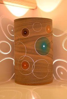 """lámpara de mesa diseño: """"circulos walnut veneer""""."""