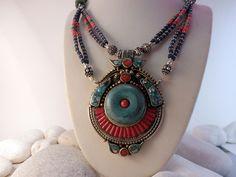 Collar etnico artesanal tibetano.
