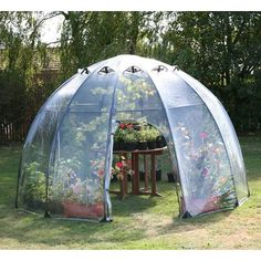 Have an almost instant, easy-to-use, easy-to-move, easy-to-store greenhouse or conservatory with the Tierra Garden Haxnicks Garden Sunbubble. Greenhouse Staging, Walk In Greenhouse, Greenhouse Plans, Cheap Greenhouse, Backyard Greenhouse, Pool Backyard, Greenhouse Wedding, Greenhouse Farming, Underground Greenhouse