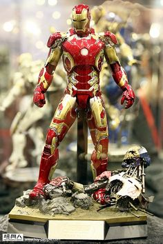Hot Toys - Avengers: Age of Ultron (click on the image to go to the full album)