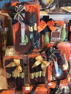 Mira cuánta variedad de #chocolates ya tenemos para que regales en el #diadelpadre o porque si.  #parael  #regalos #sucachocolate