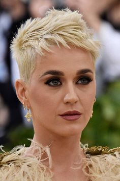 See the best Met Gala 2018 Beauty - all the hair and make-up from the red carpet in pictures Short Sassy Hair, Super Short Hair, Short Hair Cuts, Short Hair Styles, Pixie Cuts, Short Spiky Hairstyles, Short Pixie Haircuts, Hairstyles Haircuts, Mandy Moore Hair