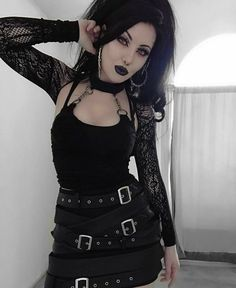 Gothic Girls, Hot Goth Girls, Gothic Lolita, 90s Fashion Grunge, Dark Fashion, Gothic Fashion, Leather Fashion, Goth Beauty, Dark Beauty