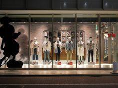 Tokyo, Uniqlo Ginza - Season start spring / summer 2017 - visual mavis world Uniqlo, Retail Windows, Mavis, Window Design, Visual Merchandising, Walt Disney, Mickey Mouse, Tokyo, Spring Summer