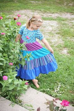 I fell in love with this tiered peasant dress from Joyfully Sewn Designs. It just begs for a barefoot, summer time stroll! Cute Modest Outfits, Modest Dresses, Maxi Dresses, Summer Outfits, Girl Outfits, Girls Dresses, Peasant Clothing, Proverbs 22, Toddler Girl Dresses