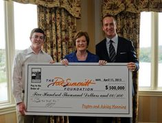 Peyton presents Pat Summit and her son Tyler with the donation for the Pat Summit Foundation fighting Alzheimer's Disease. Peyton has a heart of gold. This is one of many reasons why I <3 & idolize this man so much.