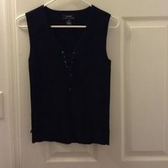 I just discovered this while shopping on Poshmark: Women's sleeveless top. Check it out!  Size: S