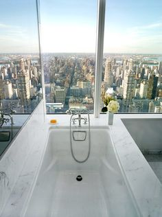 Home design / interior design ideas for amazing and beautiful bathrooms / powder rooms Modern soaker tub / bathtub with city view, white Marbel, floor to ceiling glass windows Dream Bathrooms, Beautiful Bathrooms, Luxury Bathrooms, Bathtub Dream, Deep Bathtub, Deep Tub, Girl Bathrooms, Glamorous Bathroom, City Living