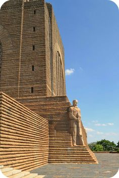 Set in Pretoria, you will discover the Voortrekker Monument. Finished in this monument was built in honor of the Voortrekkers and incorporates many religious symbols, as well as mystical ones. Famous Places, Famous Landmarks, Les Seychelles, Port Elizabeth, Pretoria, Safari, My Land, Countries Of The World, Places To See