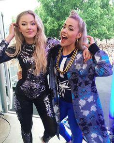 Astrid S and her friend Julie Bergan ♡