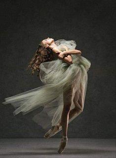 Ballerina Kunst, Ballerina Dancing, Dance Photography Poses, Dance Poses, Photography Humor, Beauty Photography, Ballet Art, Ballet Dancers, Ballerinas
