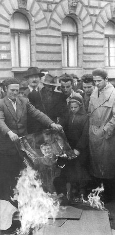 "October The Hungarian revolution takes place when ""Hungarians declare their independence against Soviet rule."" by burning a painting of Stalin. Budapest, Historia Universal, Freedom Fighters, Historical Pictures, My Heritage, Soviet Union, Cold War, World History, Historian"