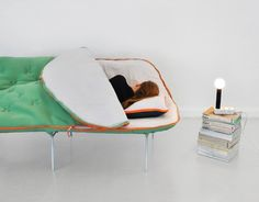 寝袋に変身するソファベッド【Camp Daybed】|インテリアハック