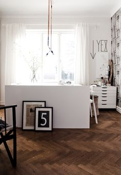The contrast between #white furniture and dark floor is beautiful! #workspace by Daniella Witte