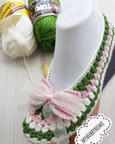 Pin by Tania Sket on Вязанное платье Crochet Shoes, Knit Crochet, Pinterest Crochet, Crochet Simple, Hat Pins, Knots, Crochet Necklace, Crochet Patterns, Knitting