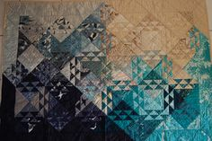 Pics like this remind me about why I used to love quilting Quilting Projects, Quilting Designs, Quilt Design, Sewing Projects, Half Square Triangle Quilts, Square Quilt, Small Quilts, Mini Quilts, Monochromatic Quilt