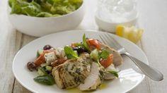 Zitronenhähnchen mit Minze Das frische Zitrusaroma und der knackige Salat bringen Sie in Sommerlaune.