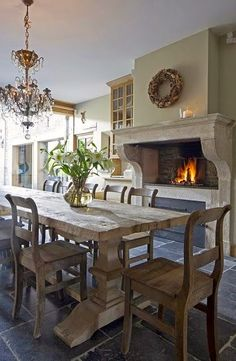 12 rustikale Esszimmer Ideen 12 Rustic Dining Room Ideas The dining rooms have evolved from the traditional family area to entertainment venues that exude elegance and style. You can … DINING ROOM French Country Dining Room, French Country House, Country Living, Country Decor, Country Chic, French Country Fireplace, French Country Interiors, Classic Fireplace, Modern Country