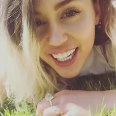 My queen �� I'm so proud of you @mileycyrus �� #mileycyrus #queen #miley #smilers #video #beautiful #gorgeous #celebrity #celebs #actress #singer #Malibu #l4l #lfl #like4likes #likeforlike http://tipsrazzi.com/ipost/1512606934649716708/?code=BT92_4wlr_k
