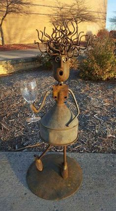 70 Garden Art From Junk Design Ideas #GardenArt #GardenJunk #GardenIdeas