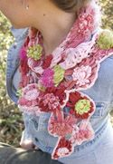 Bloom loom scarf, found on : http://www.knitandcrochetnow.com/bloom-loom-scarf-knit-and-crochet-now-season-1-episode-106/  Log in required !