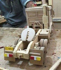 Wooden Toy Trucks, Wooden Car, Woodworking Toys, Woodworking Projects, Small Wood Projects, Diy Projects, Wooden Pattern, Sell Diy, Wooden Crafts