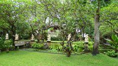 Detalle de una parte de los jardines del Segara Village Hotel en Sanur