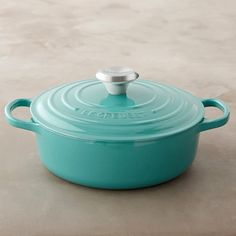 Le Creuset Signature Round Wide Dutch Oven in Turquoise