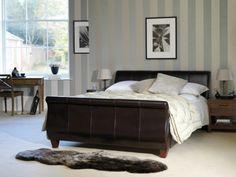 Ockra Und Graue Linien An Der Wand Im Schlafzimmer   30 Interessante  Vorschläge Für Tapeten Im Schlafzimmer