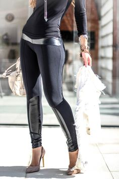 Looks com legging Já faz um tempo que a legging deixou de ser sinônimo apenas de roupas para academia e invadiu também as ruas em looks cada vez menos óbvios... O legal é que nos últimos tempos a peça tem se reinventado com recortes, tecidos e sobreposições... #blogdemoda #comousarlegging #legging
