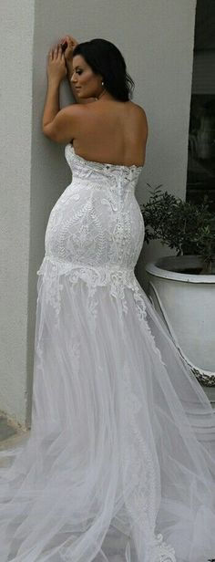 Plus size mermaid lace strapless wedding gown. Don't hesitate to show off your curves! Meggie. Studio Levana
